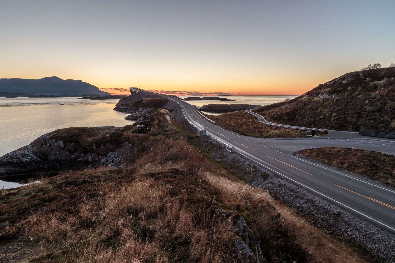 Atlantikstraße im Sonnenuntergang